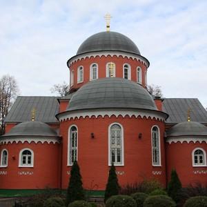 Храм Адриана и Наталии в Бабушкине