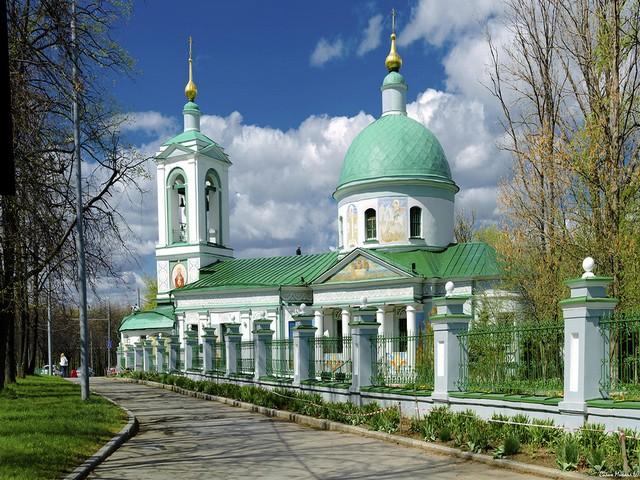 Храм Живоначальной Троицы на Воробьевых горах