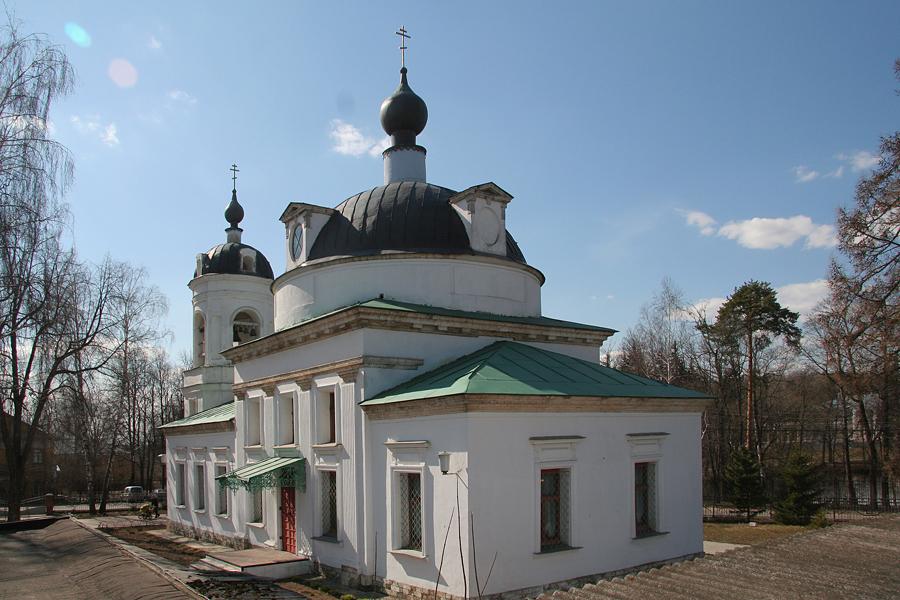Храм Троицы Живоначальной в Остафьеве