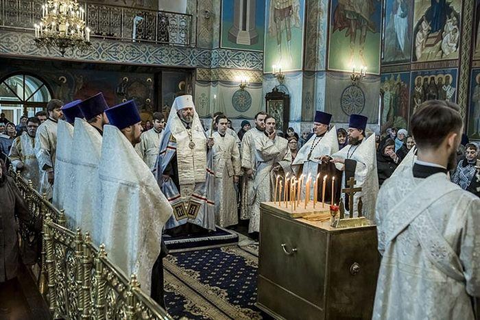Заупокойное богослужение по погибшим в Знаменском кафедральном соборе