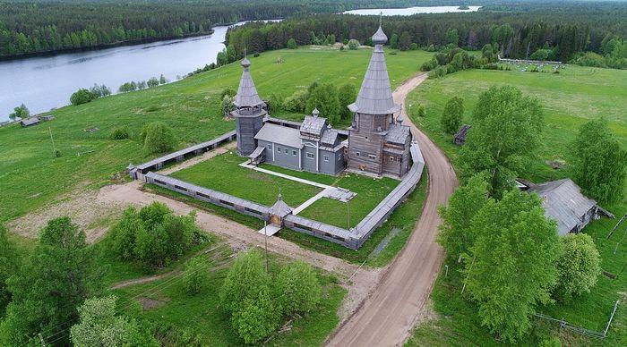 Вид сверху на ансамбль Почезерского погоста. Фото Игоря Шпиленка