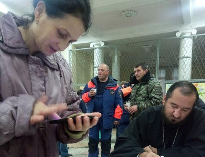 Иерей Димитрий Пантелеев дежурит в штабе по ликвидации чрезвычайных ситуаций в Апшеронске
