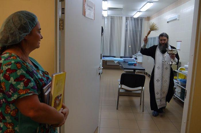 Больничные священники освятили все отделения нового корпуса больницы