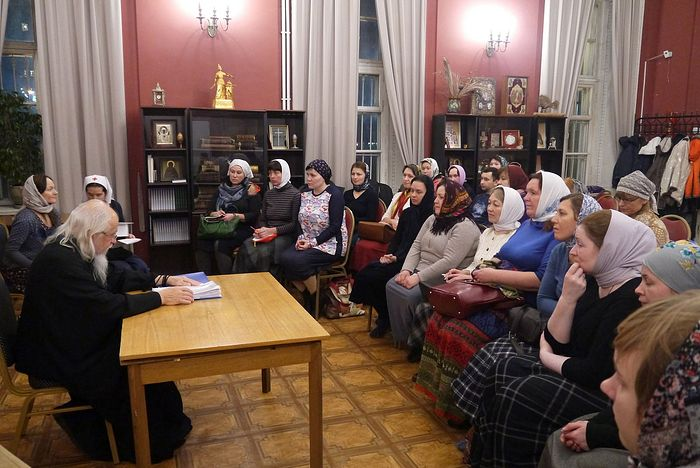 Первое занятие, на котором присутствовали более 20 слушателей, провел епископ Пантелеимон