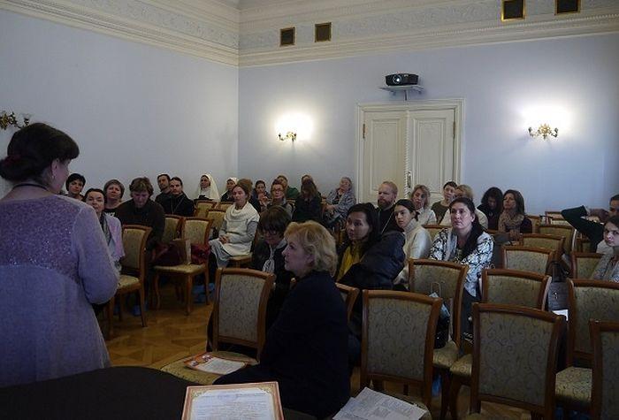 В конференции участвовали церковные специалисты, социальные работники и психологи