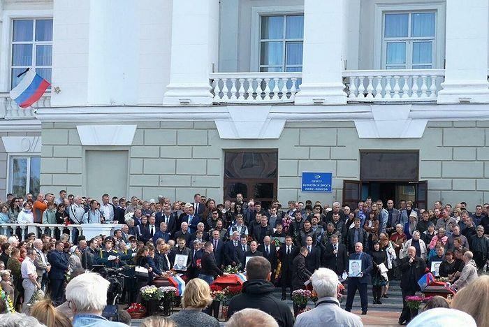 Прощание с сотрудниками ядерного центра погибшими в Архангельской области во время испытаний. Фото : страница #ГоворитСаров во ВКонтакте
