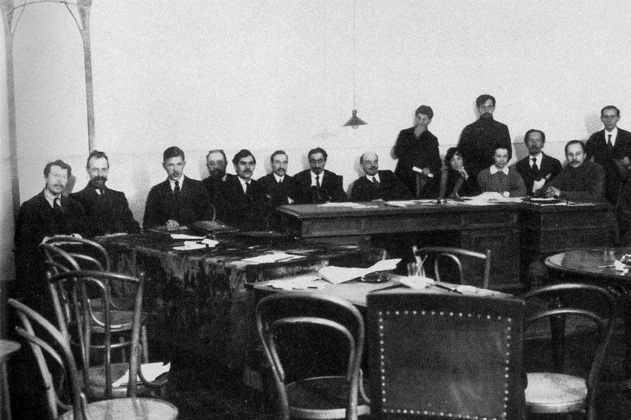 Крайний слева - И. Штейнберг